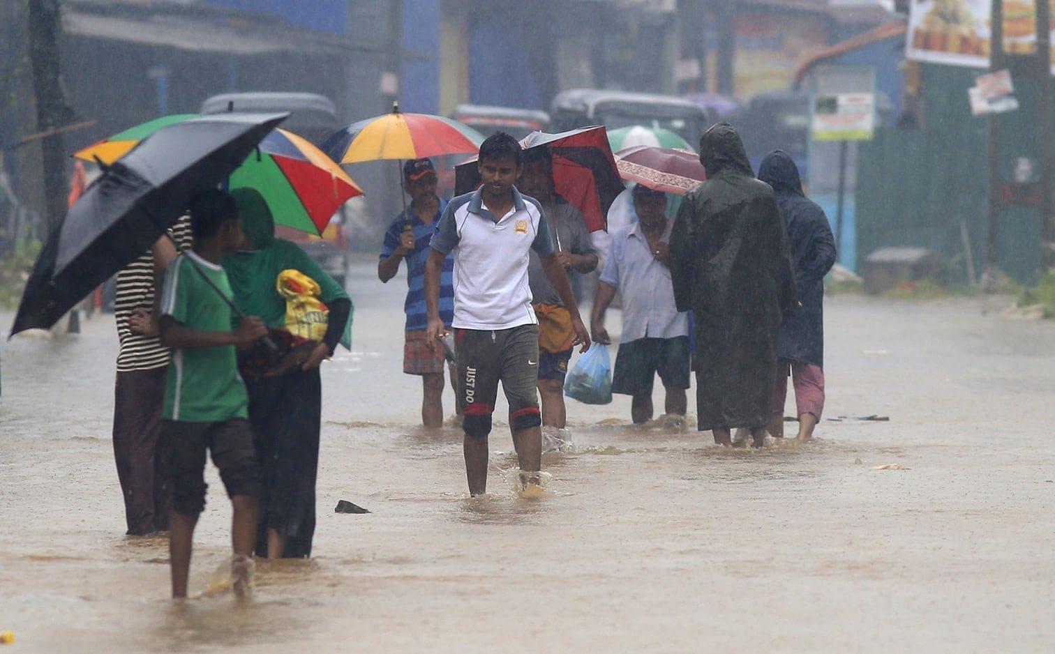 <p>Zuvor waren seit Sonntag neun Menschen bei Überschwemmungen
