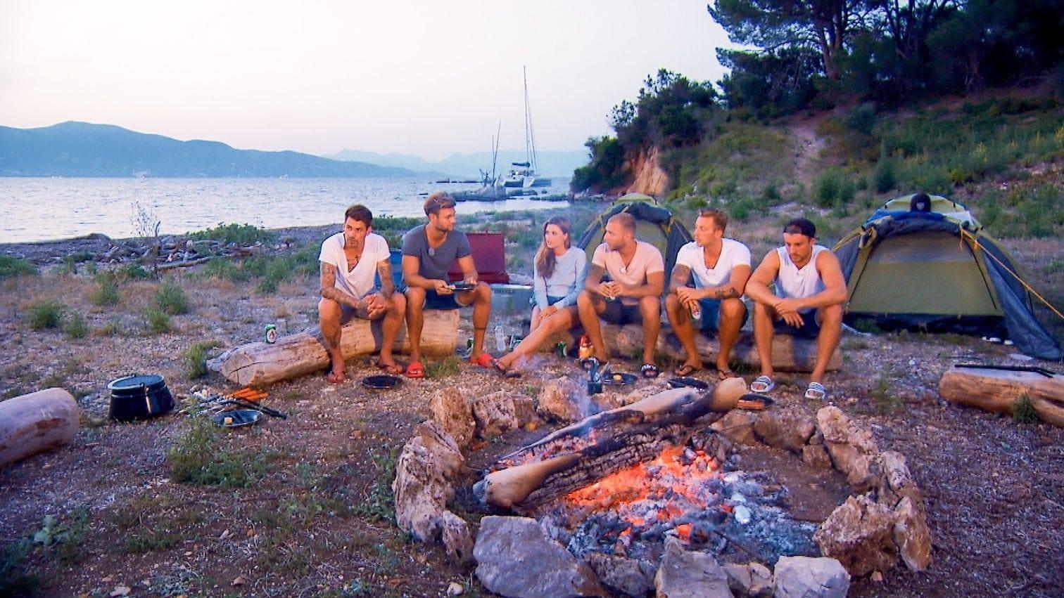 müssen Chris und Filip ein Zelt aufbauen. Das ist offenbar schwieriger als gedacht.</p> Foto: MG RTL D