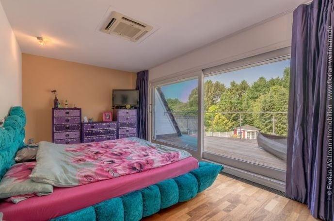 <p>Das Schlafzimmer mit Blick ins Grüne.</p> Foto: Screenshot Immonet