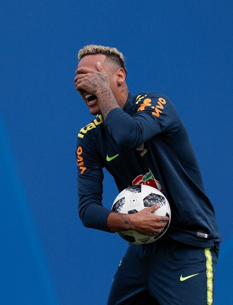 <p>Neymar hat es getan. Der brasilianische Superstar hat nach dem ersten Spiel wieder seine Frisur geändert.</p> Foto: AFP