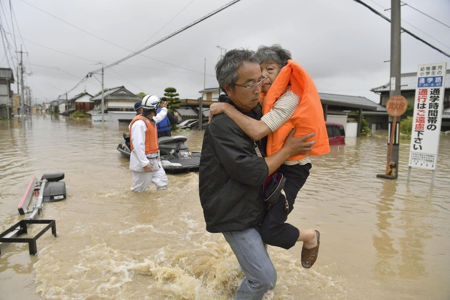 da ein großes Gebiet von den gravierenden Folgen der Unwetter betroffen ist.</p> Foto: dpa