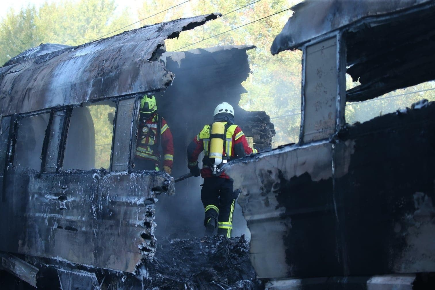 <p>Der Zug war nach Informationen der Deutschen Presse-Agentur erst kurz vor dem Brand in einem Werk technisch untersucht worden &ndash; wegen Schmorgeruchs.</p> Foto: dpa/Thomas Frey
