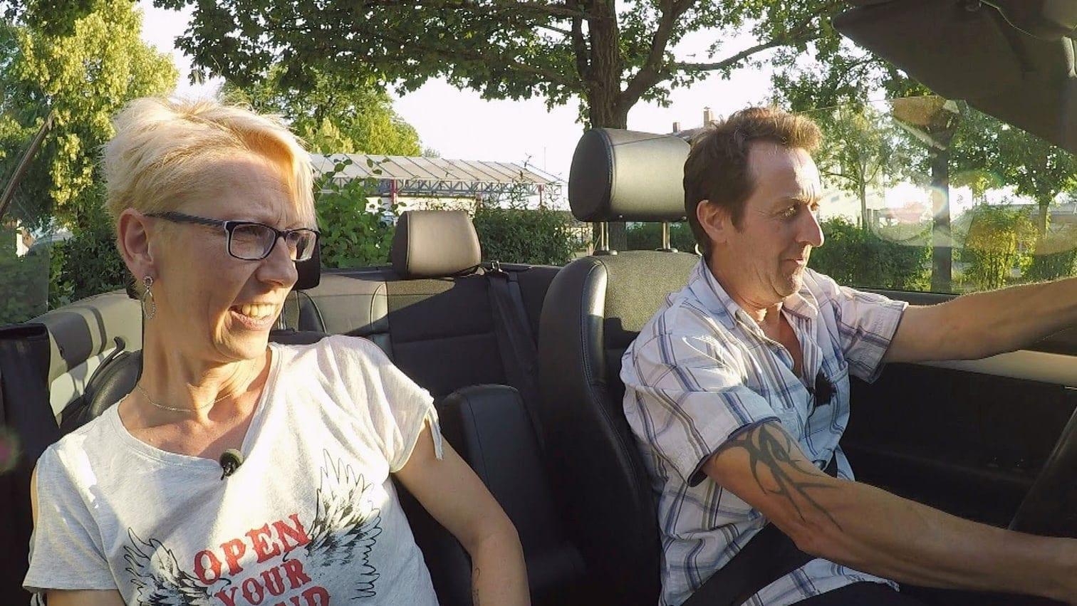 <p>Guy macht einen anzüglichen Witz. Das findet Kathrin alles andere als lustig.</p> Foto: MG RTL D