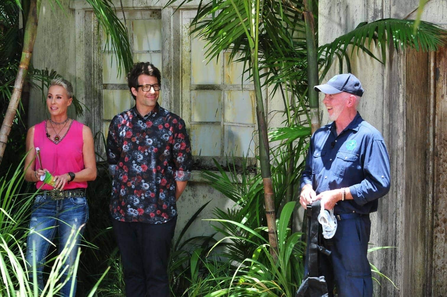 <p>Gut gelaunt erscheinen Gisele und Chris zur Dschungelprüfung.</p> Foto: MG RTL D / Stefan Menne