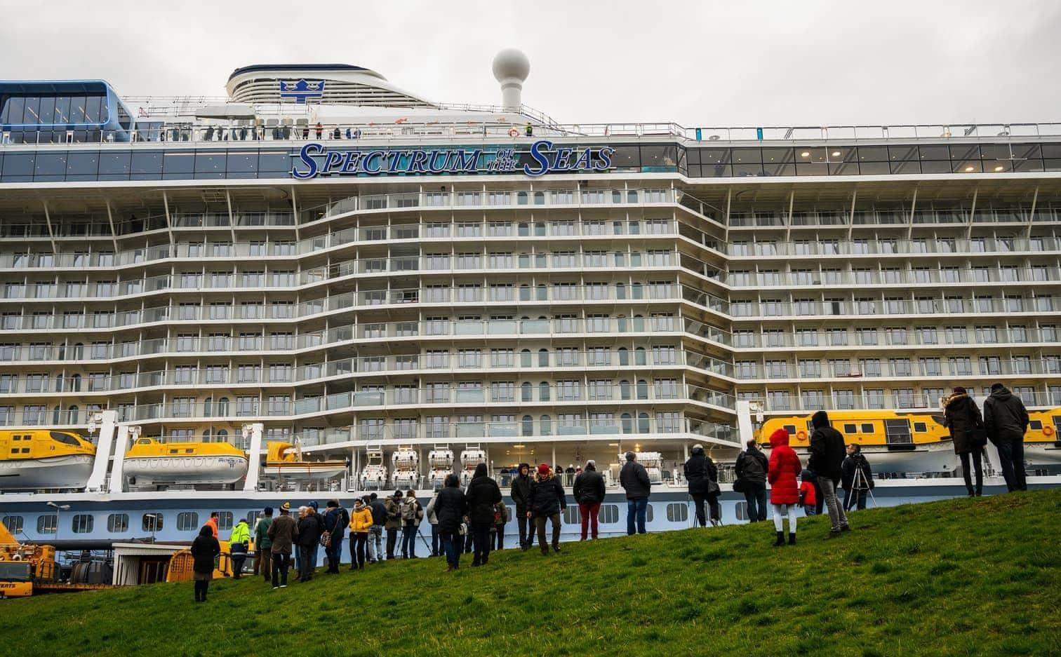 dass sich viele Anwohner das Spektakel nicht entgehen lassen wollten.</p> Foto: dpa/Christophe Gateau
