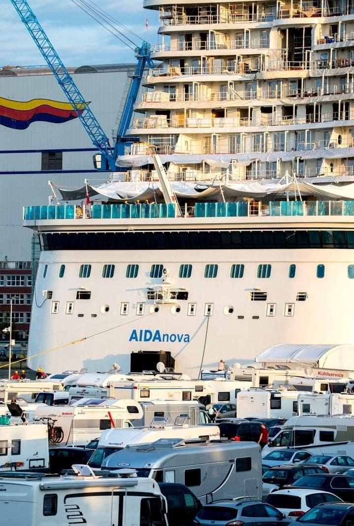 <p>Mitte November soll es an die Rostocker Aida-Reederei übergeben werden.</p> Foto: dpa