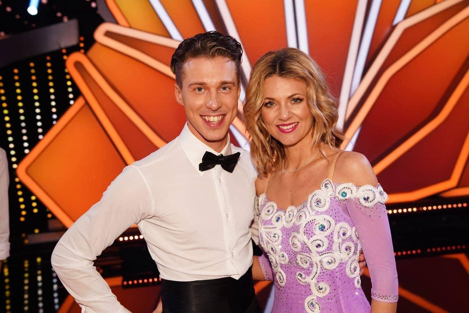 <p>Sängerin Ella Endlich tanzt mit Valentin Lusin.</p> Foto: TVNOW / Gregorowius