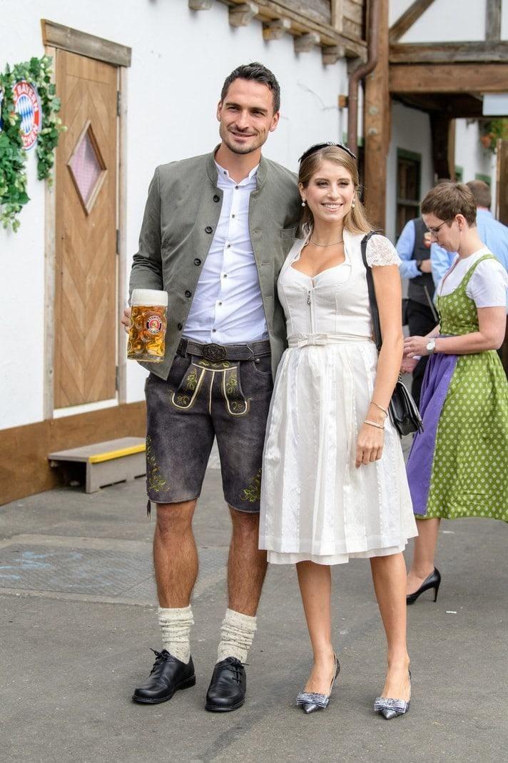 <p>Manuel Neuer und seine Frau Nina Weiß.</p> Foto: dpa/Matthias Balk