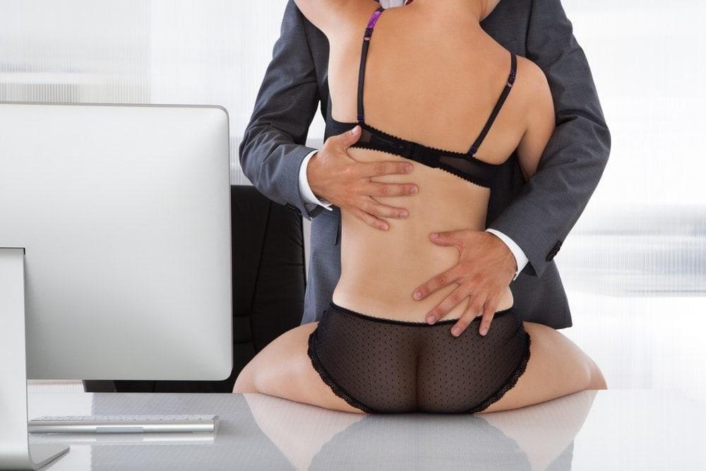 Sex am schreibtisch