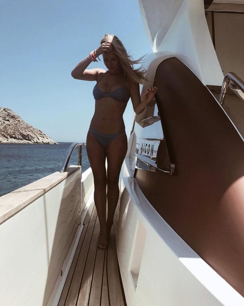 <p>Hier posiert sie auf einem Schiff.</p> Foto: Screenshot Instagram