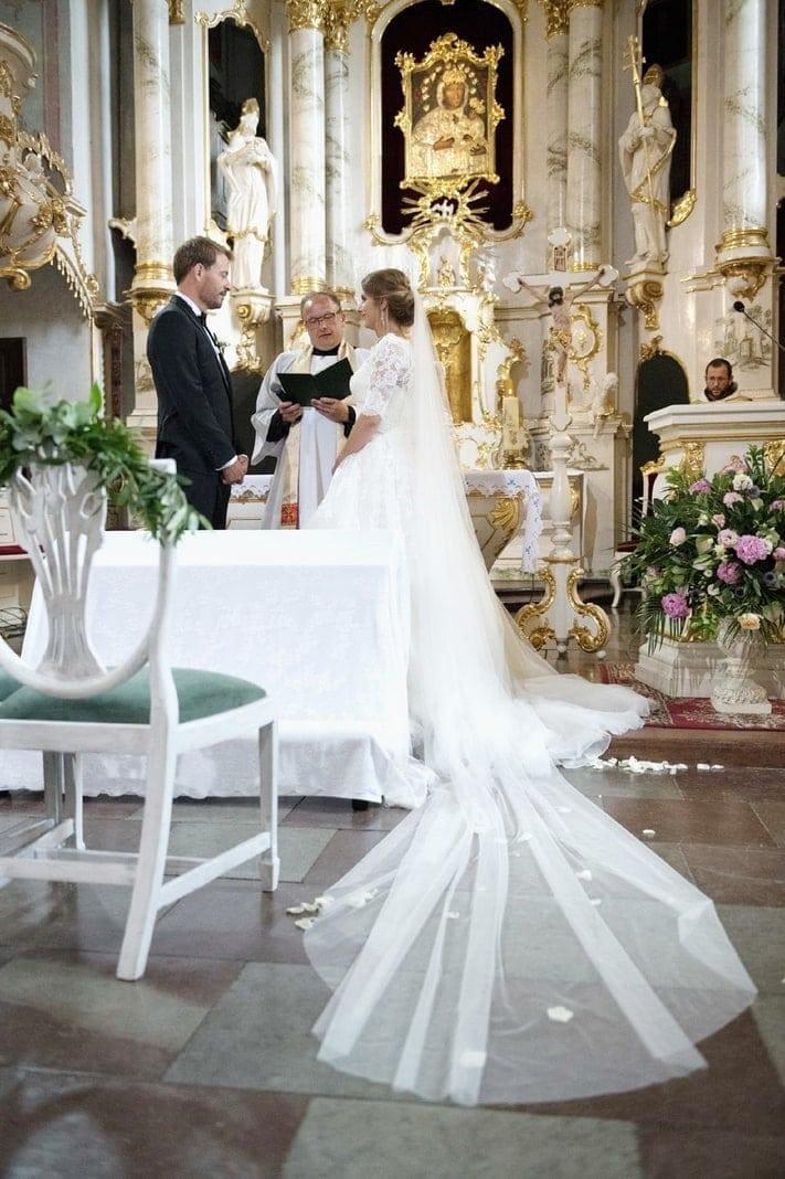 <p>...bis er endlich seine Braut sah.</p> Foto: MG RTL D / flashed by micky