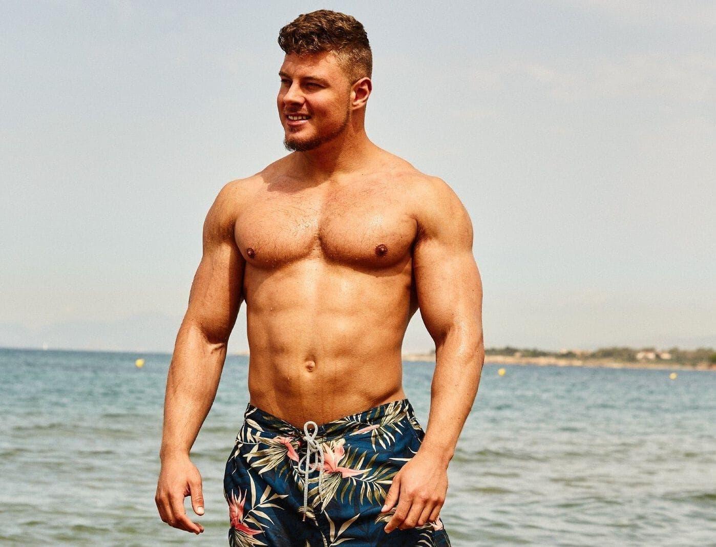 Bachelorette-Kandidat Yannic Dammaschk Muskeln Badehose