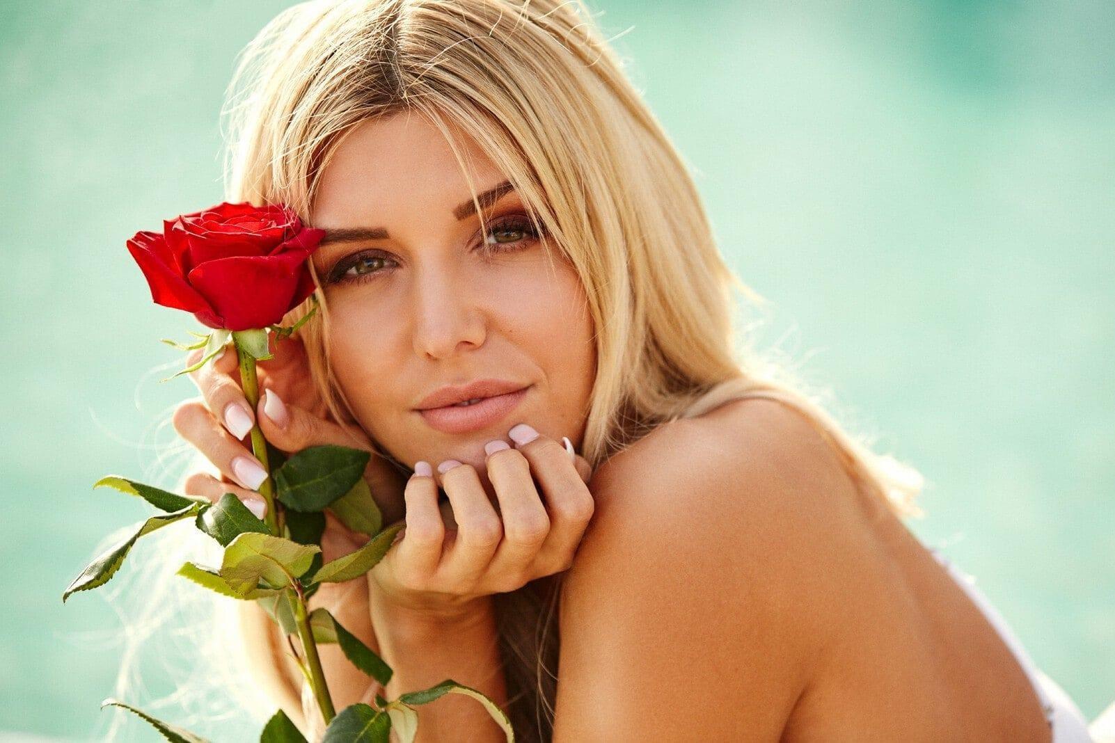 Bachelorette 2019 Gerda Lewis Bikini
