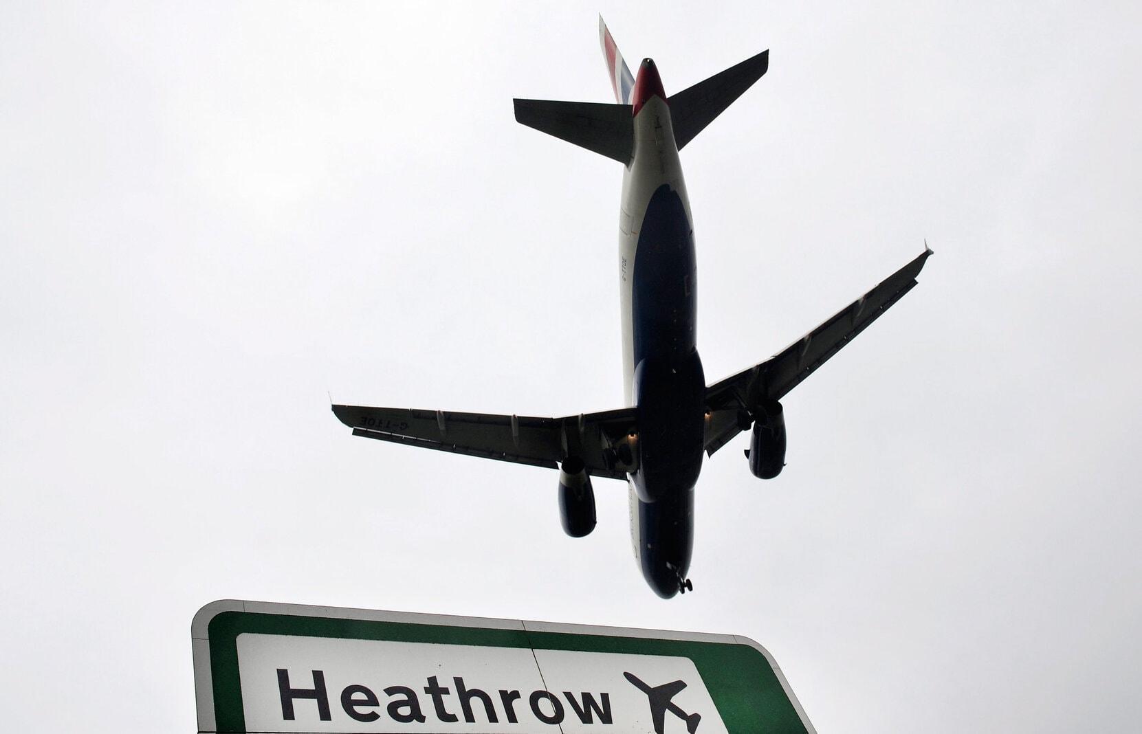 Londoner Flughafen Heathrow Flugzeug Landeanflug