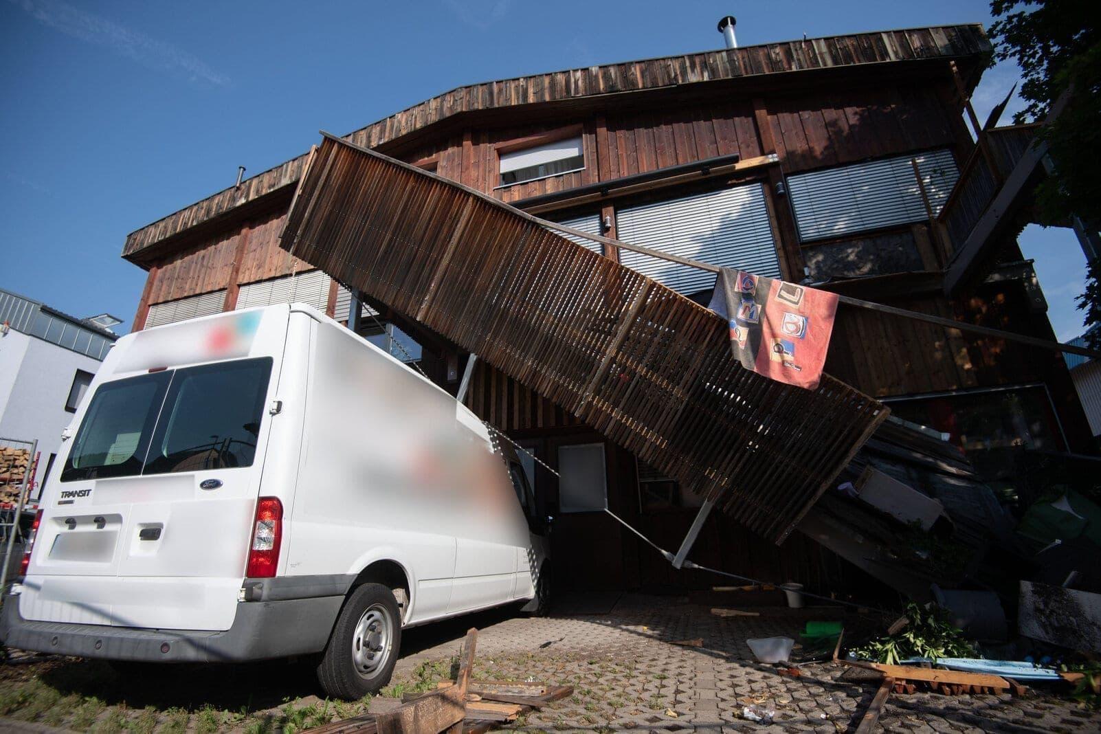 Planschbecken Balkon eingestürzt Stuttgart