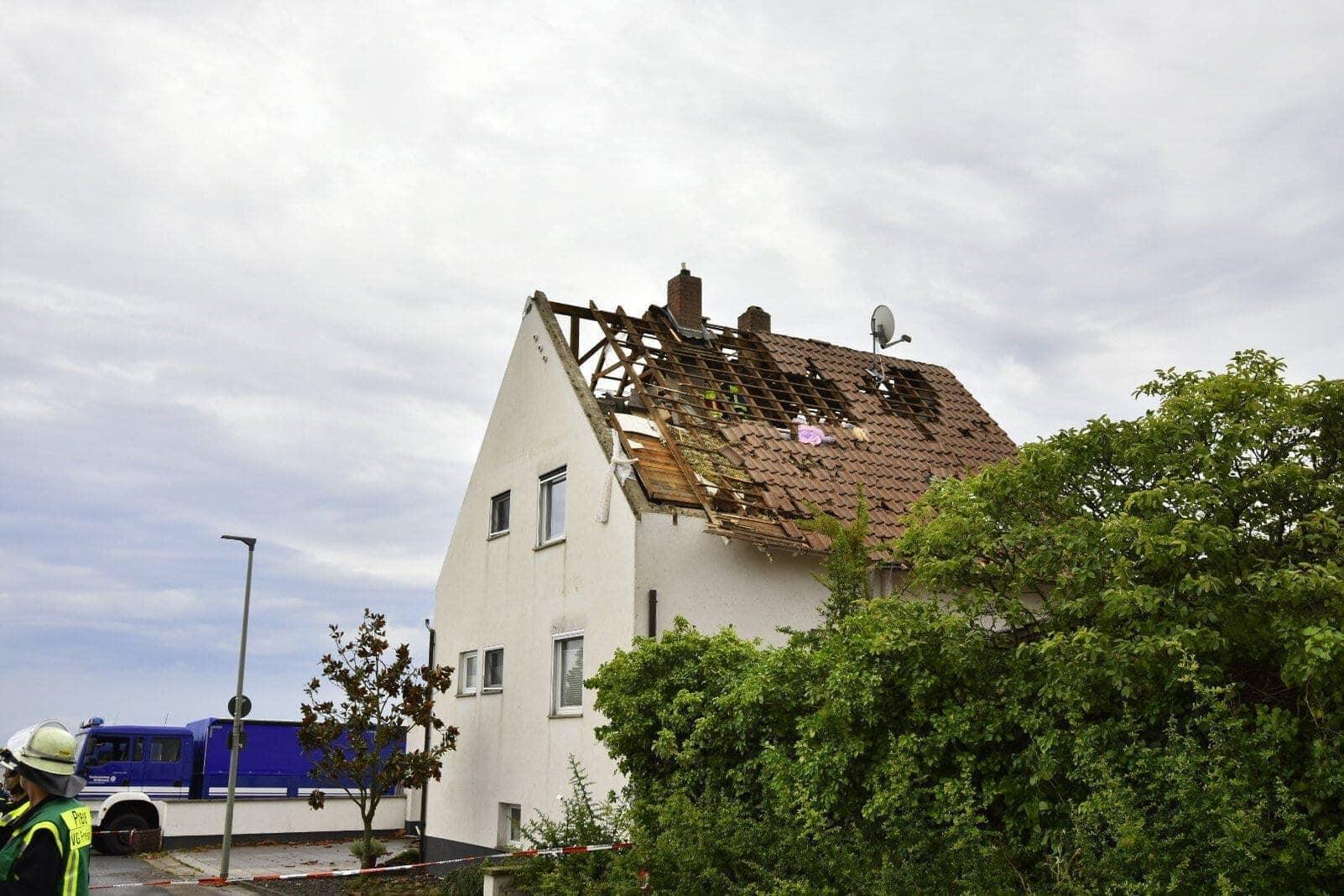 Tornado in Rheinland Pfalz deckt Häuser ab