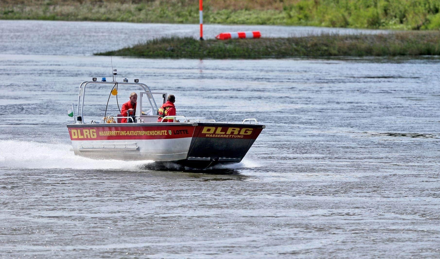 Wasserrettung DLRG Katastrophenschutz Rettungsboot