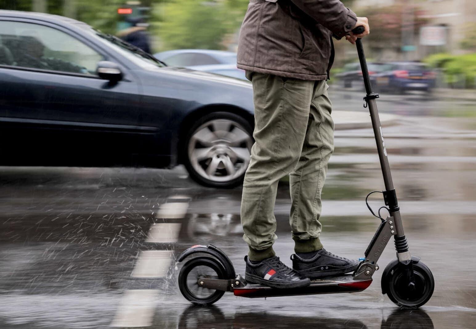 E-Roller auf Straße
