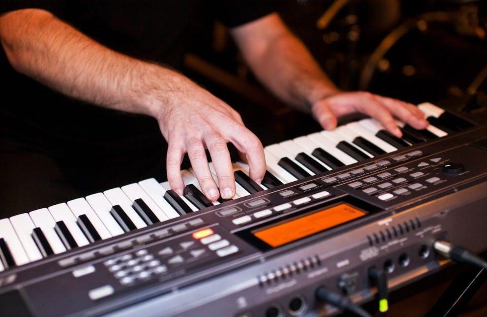 Mann am Keyboard