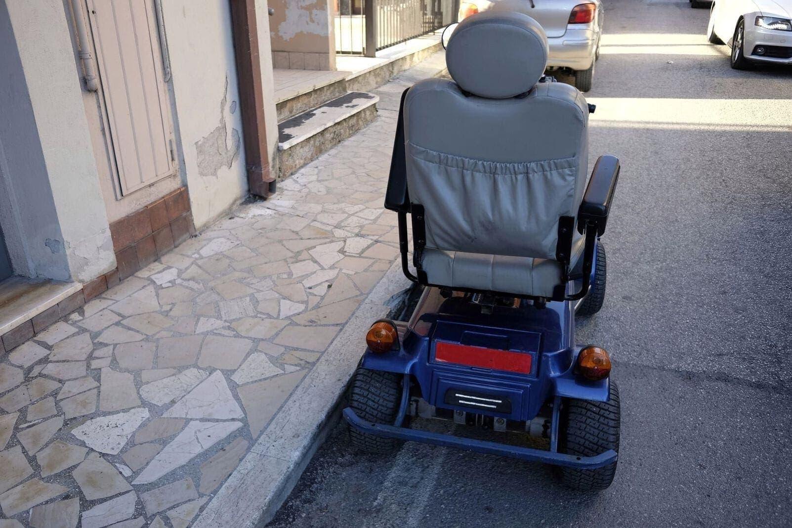 Elektrischer Rollstuhl Straße