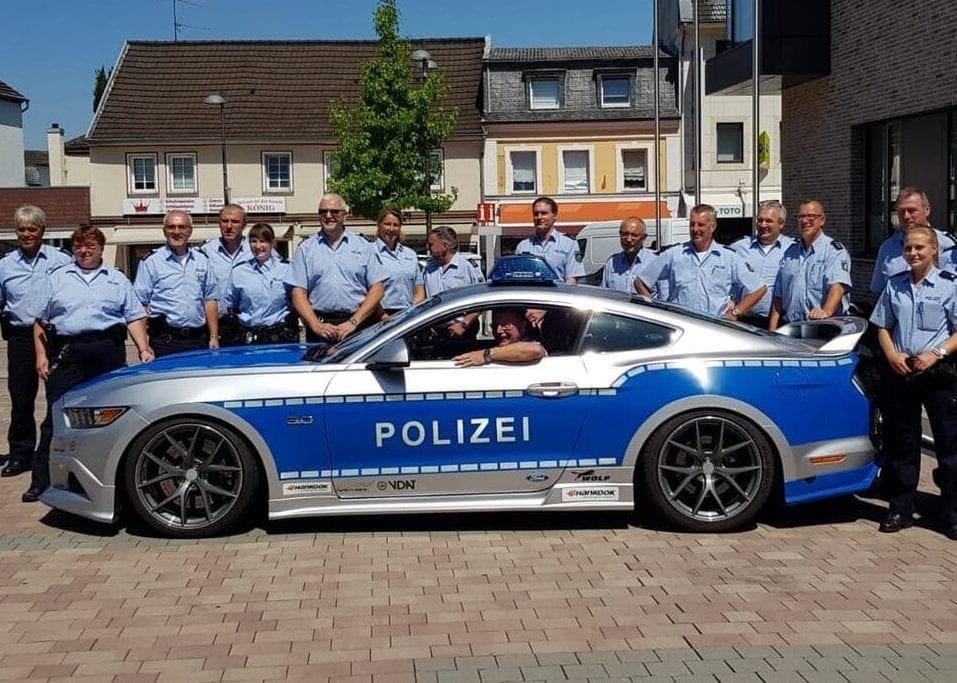 Polizei-Sportwagen