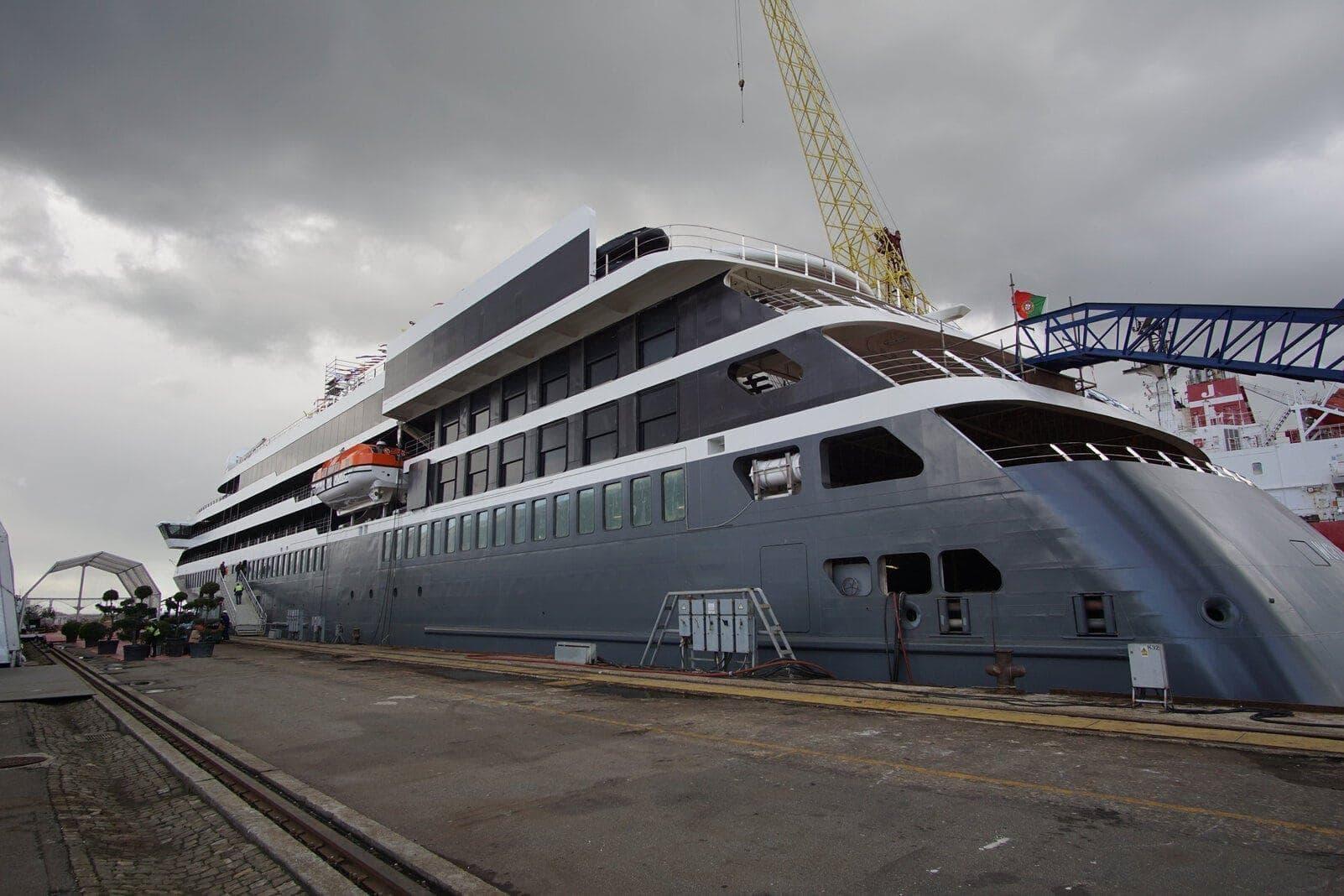 World Explorer von Nicko Cruises