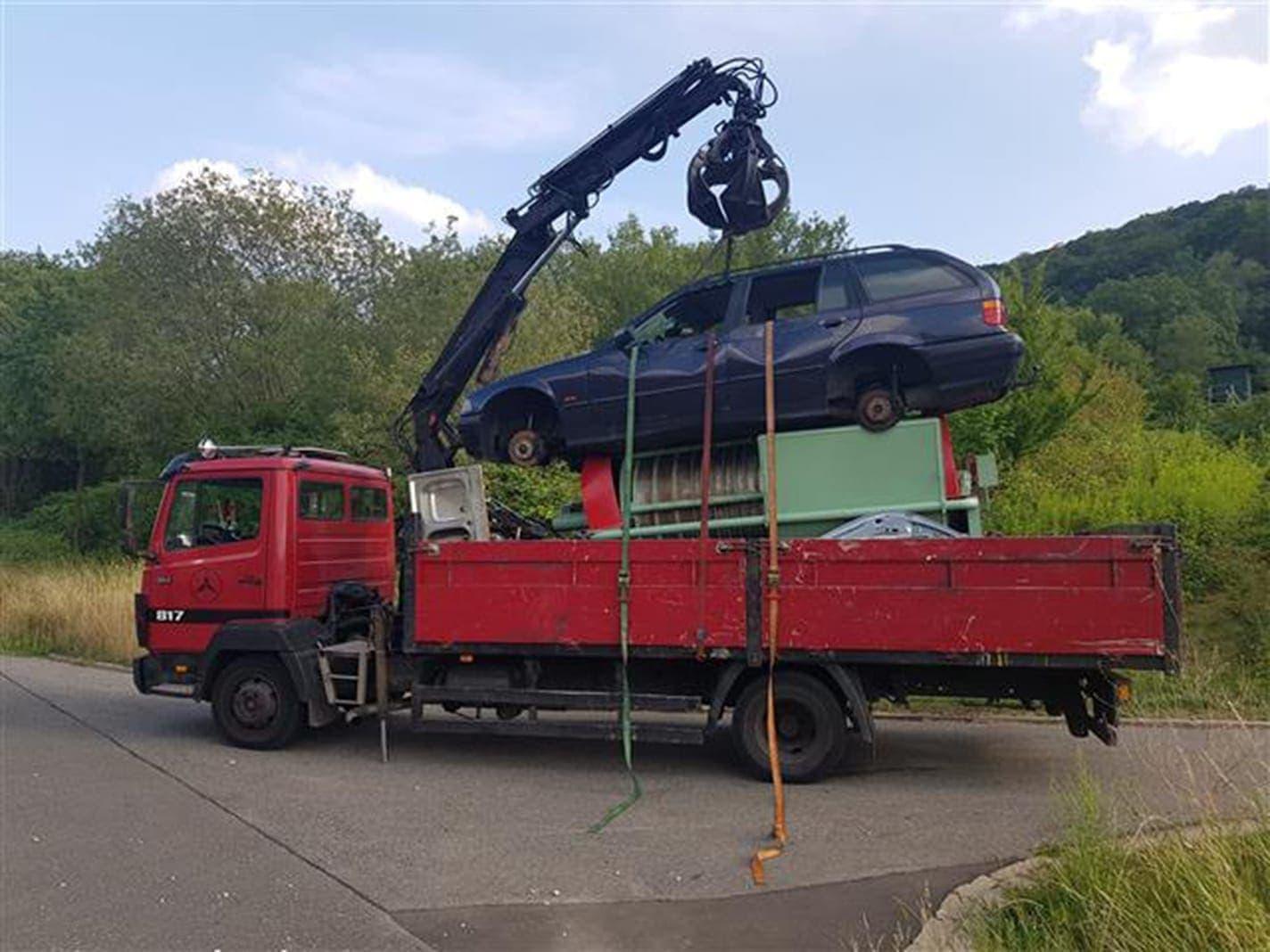 Polizei stoppt völlig überladenen Lastwagen