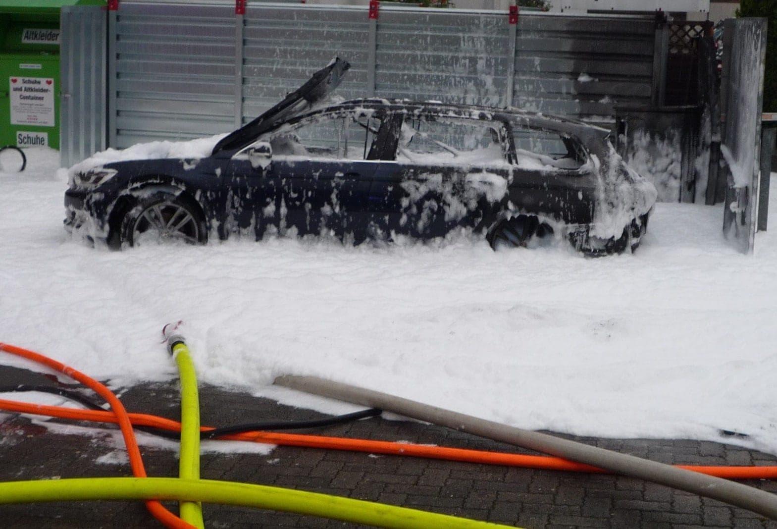Ausgebranntes Fahrzeug Eschborn