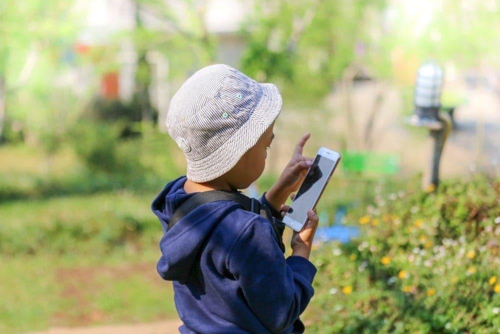 Kind Junge Handy Smartphone