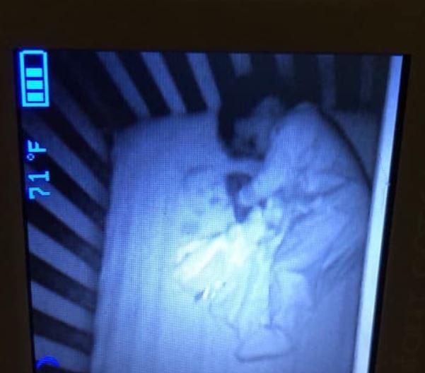 Geister-Baby im Bett