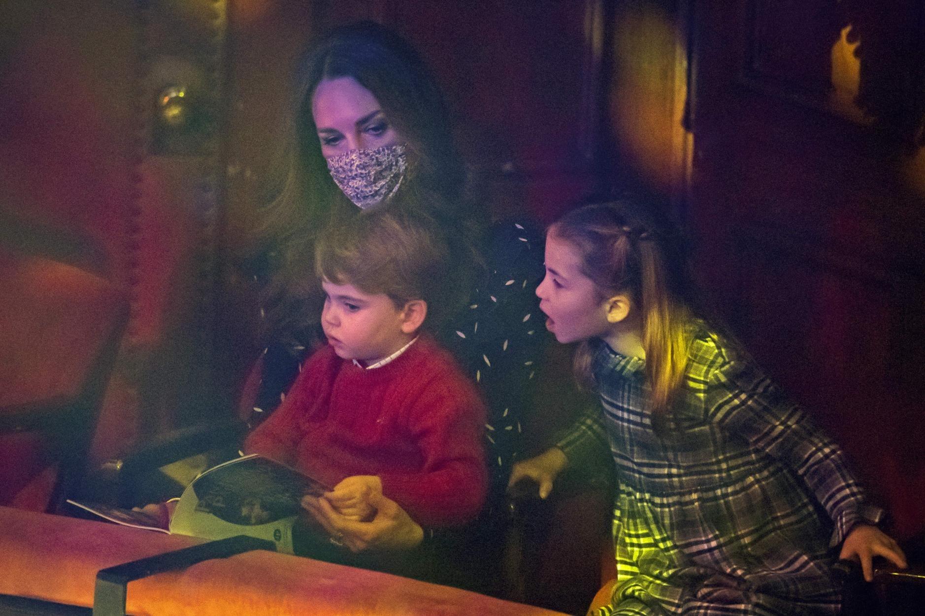 William und Kate erstmals mit allen Kindern auf dem roten Teppich 6