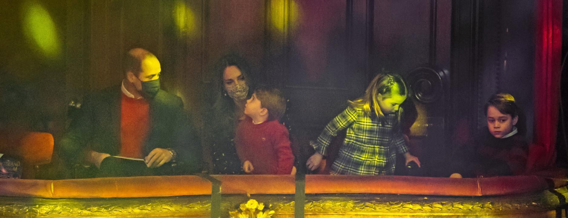 William und Kate erstmals mit allen Kindern auf dem roten Teppich 7