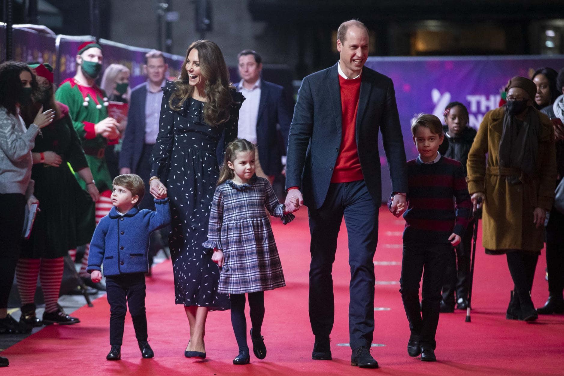 William und Kate erstmals mit allen Kindern auf dem roten Teppich 9