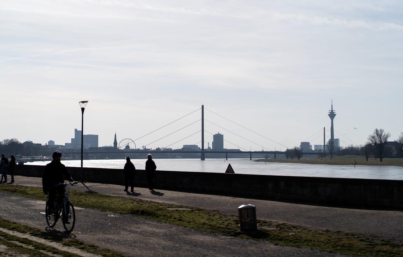 Düsseldorf Rhein gutes Wetter
