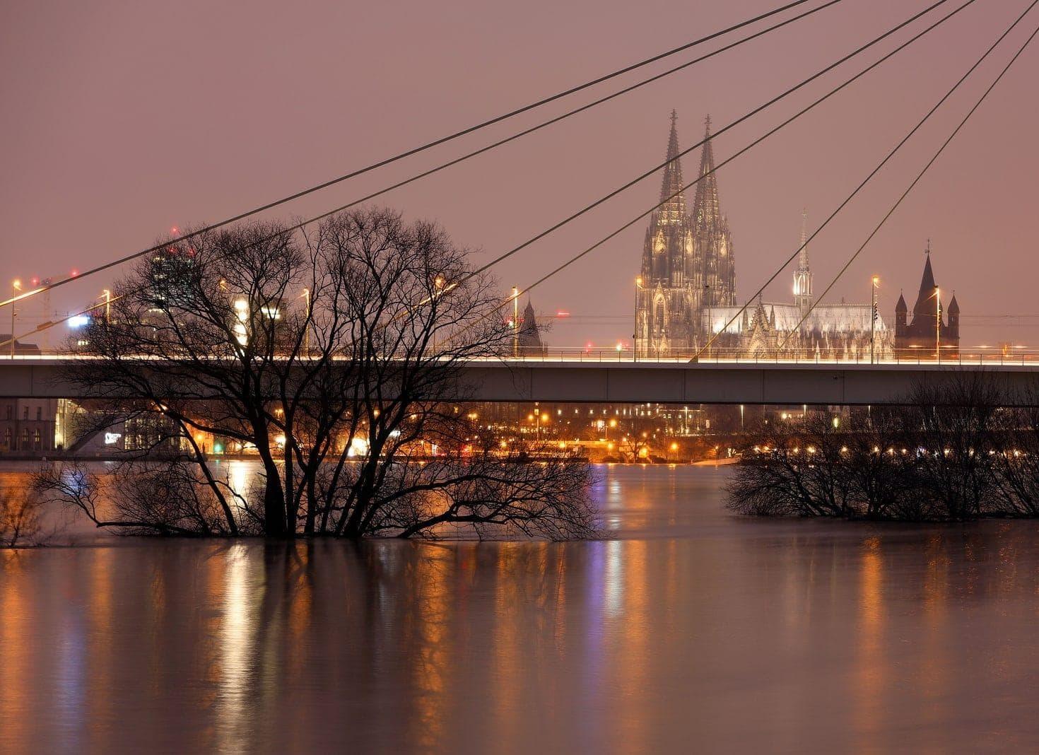 Hochwasser am Rhein bei Köln