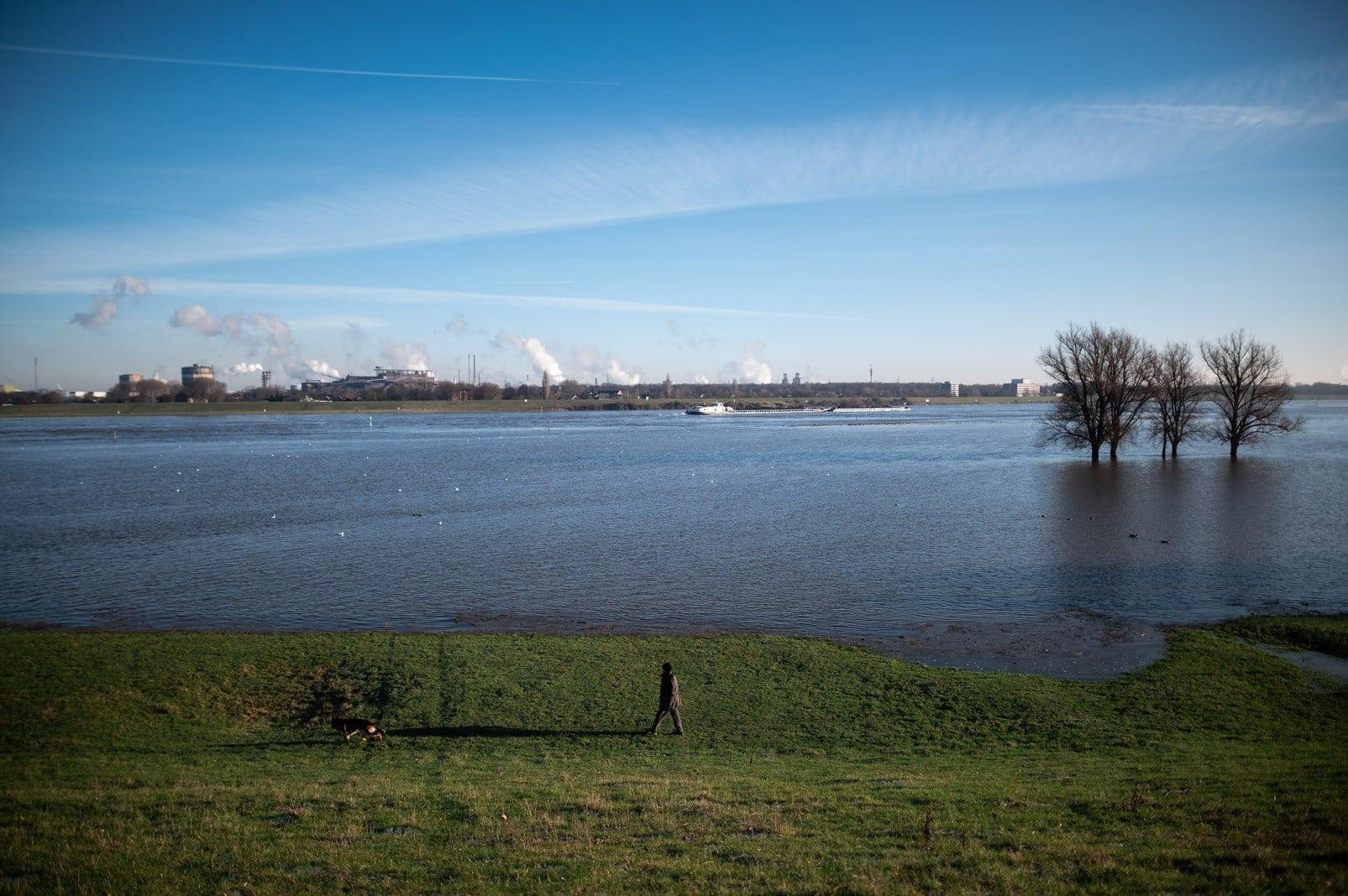 Hochwasser am Rhein Duisburg