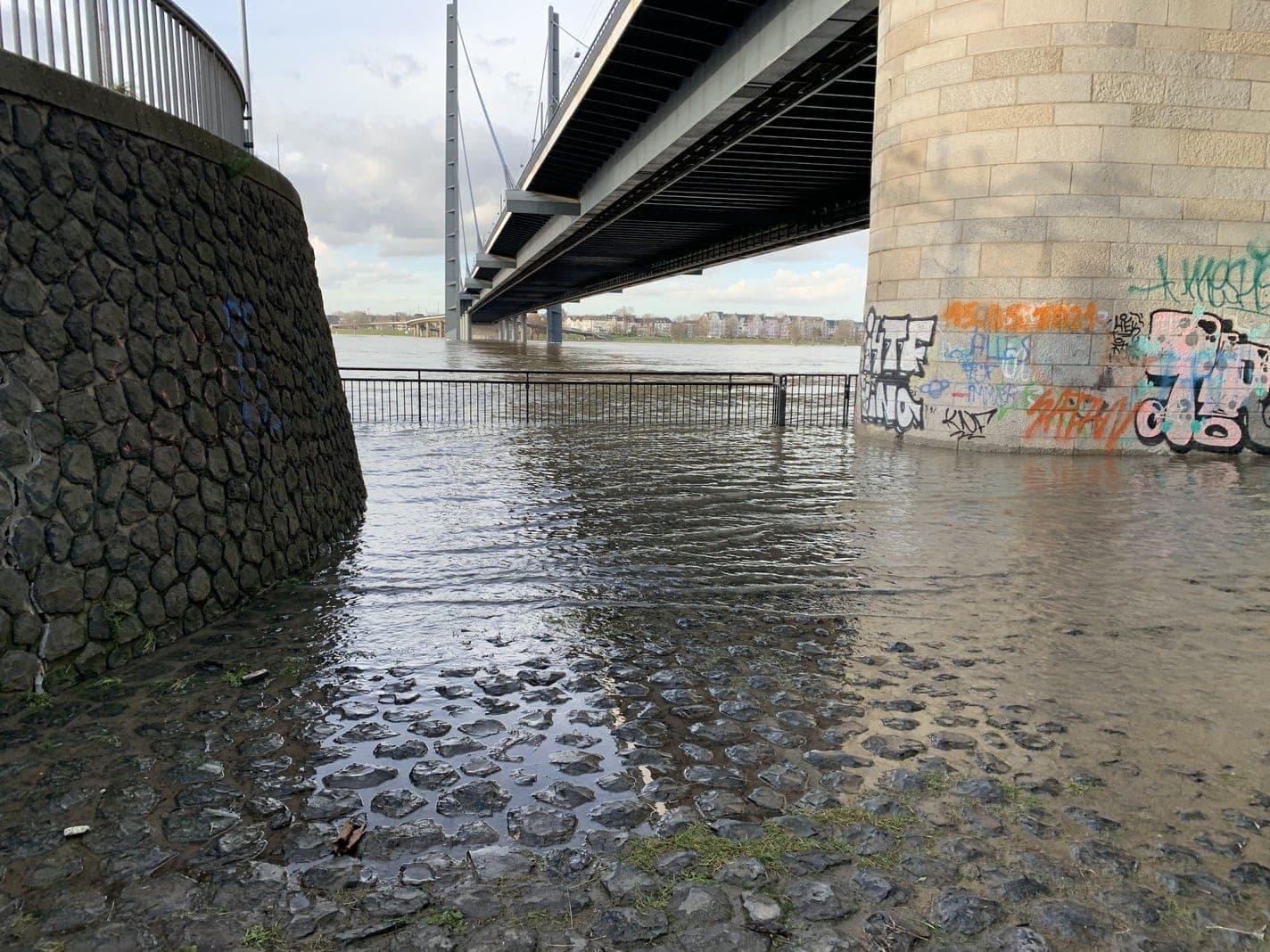 Hochwasser Rhein Düsseldorf