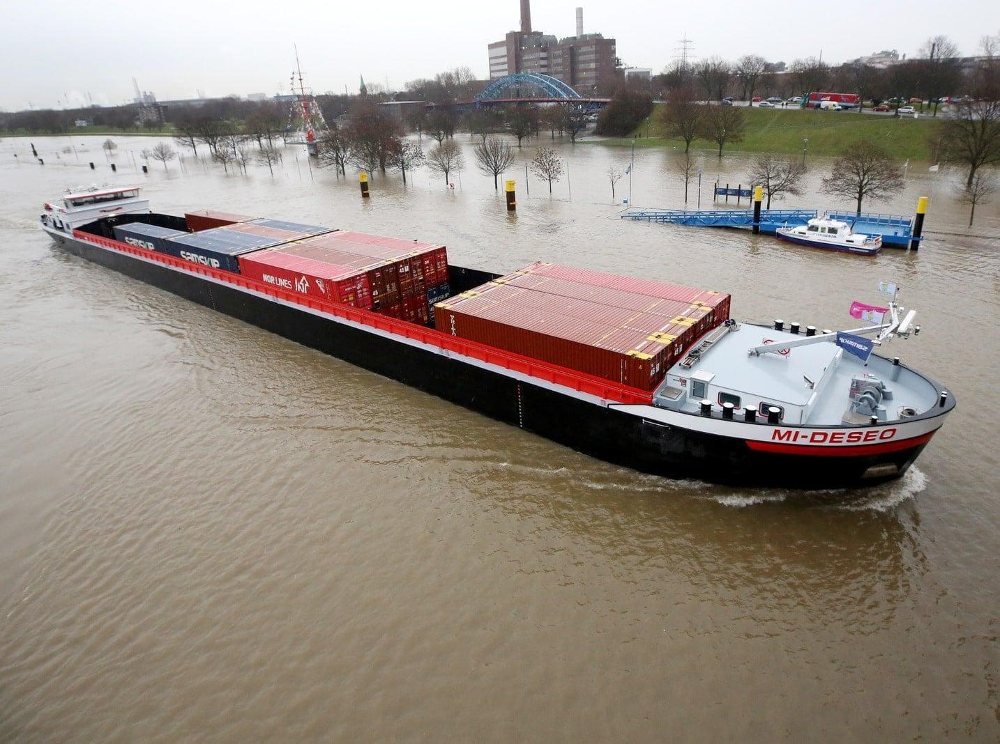 Rhein-Hochwasser in Duisburg Ruhrort