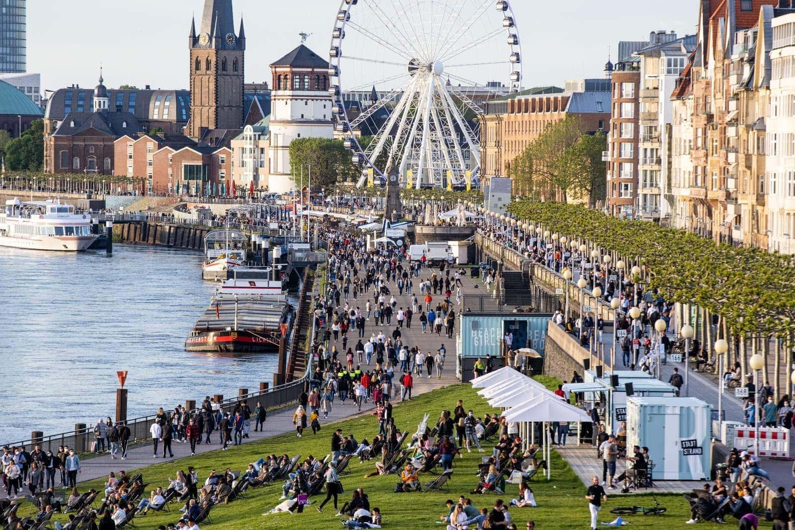 Düsseldorf Rheinufer Riesenrad
