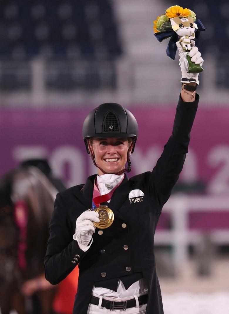 Jessica von Bredow-Werndl Olympia 2021 Gold