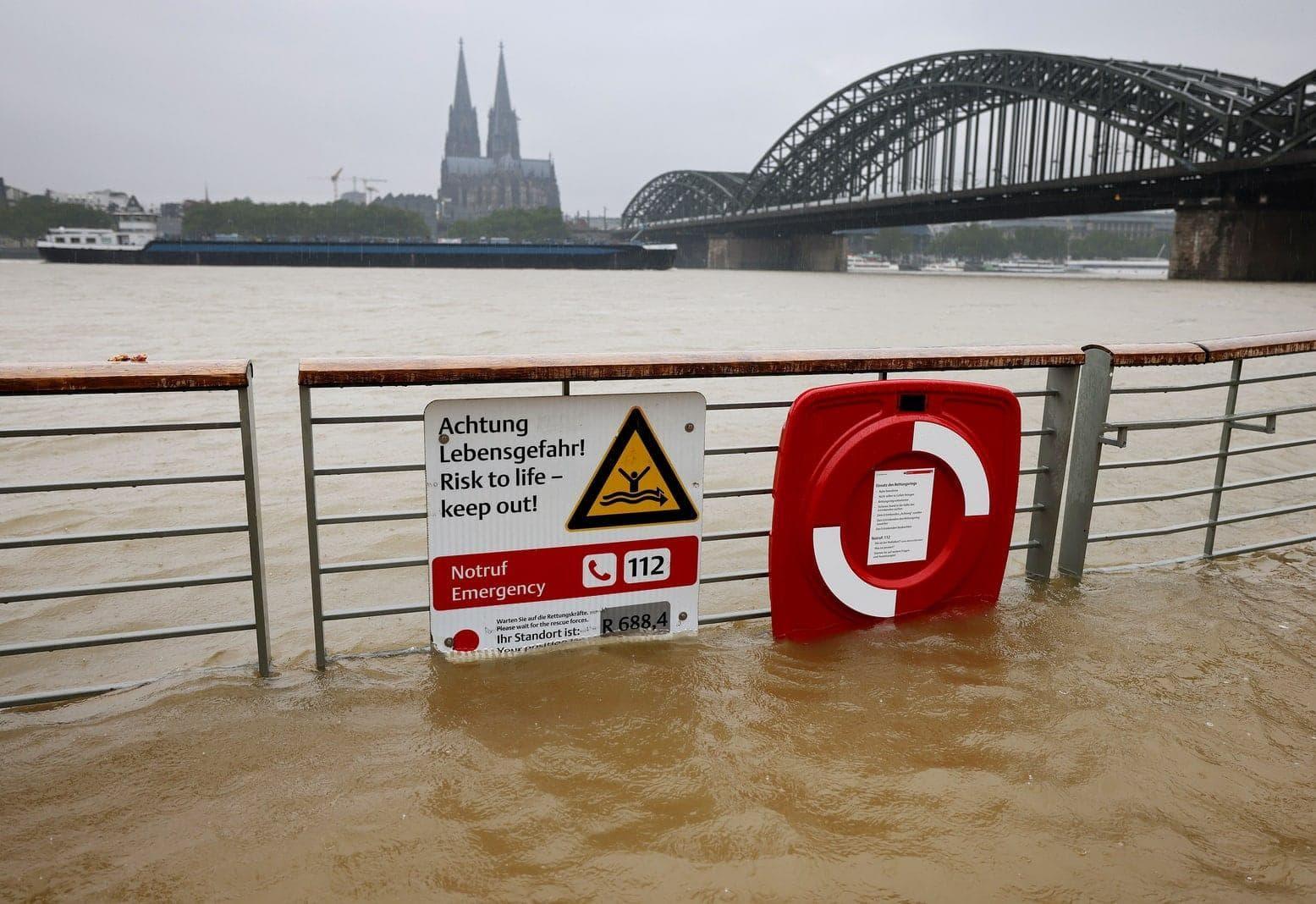 Köln Rhein Hochwasser Starkregen 2