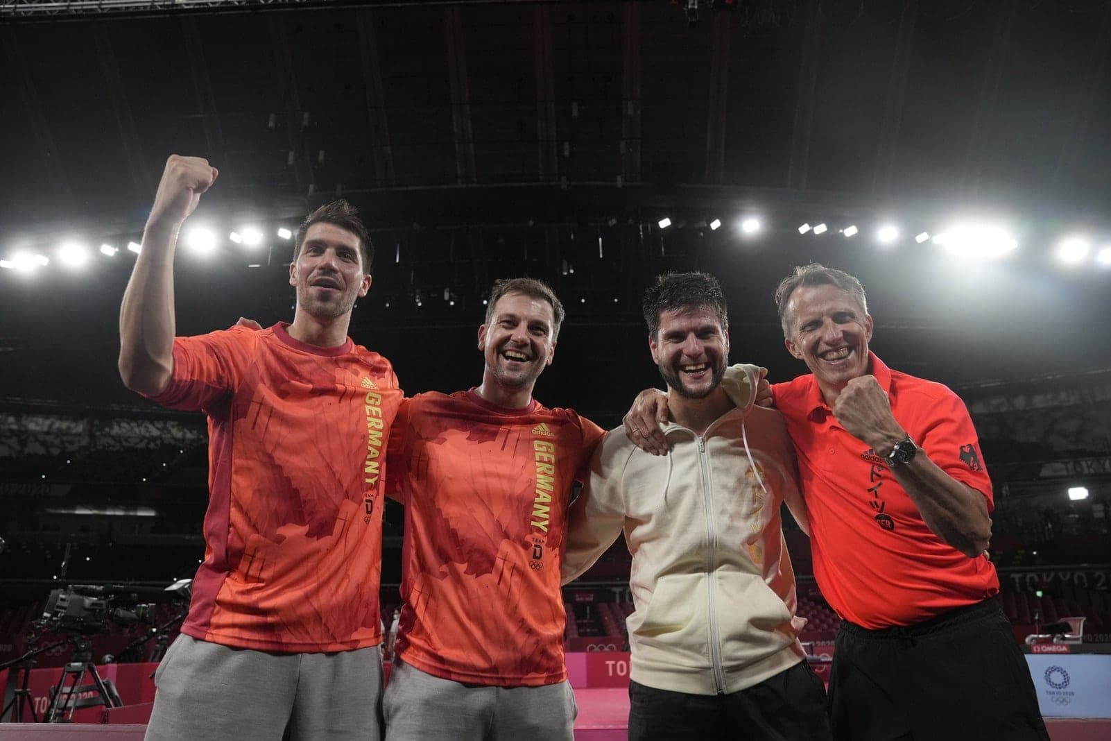 Tokio 2020 - Tischtennis Patrick Franziska, Timo Boll, Dimitrij Ovtcharov und Bundestrainer Jörg Rosskopf