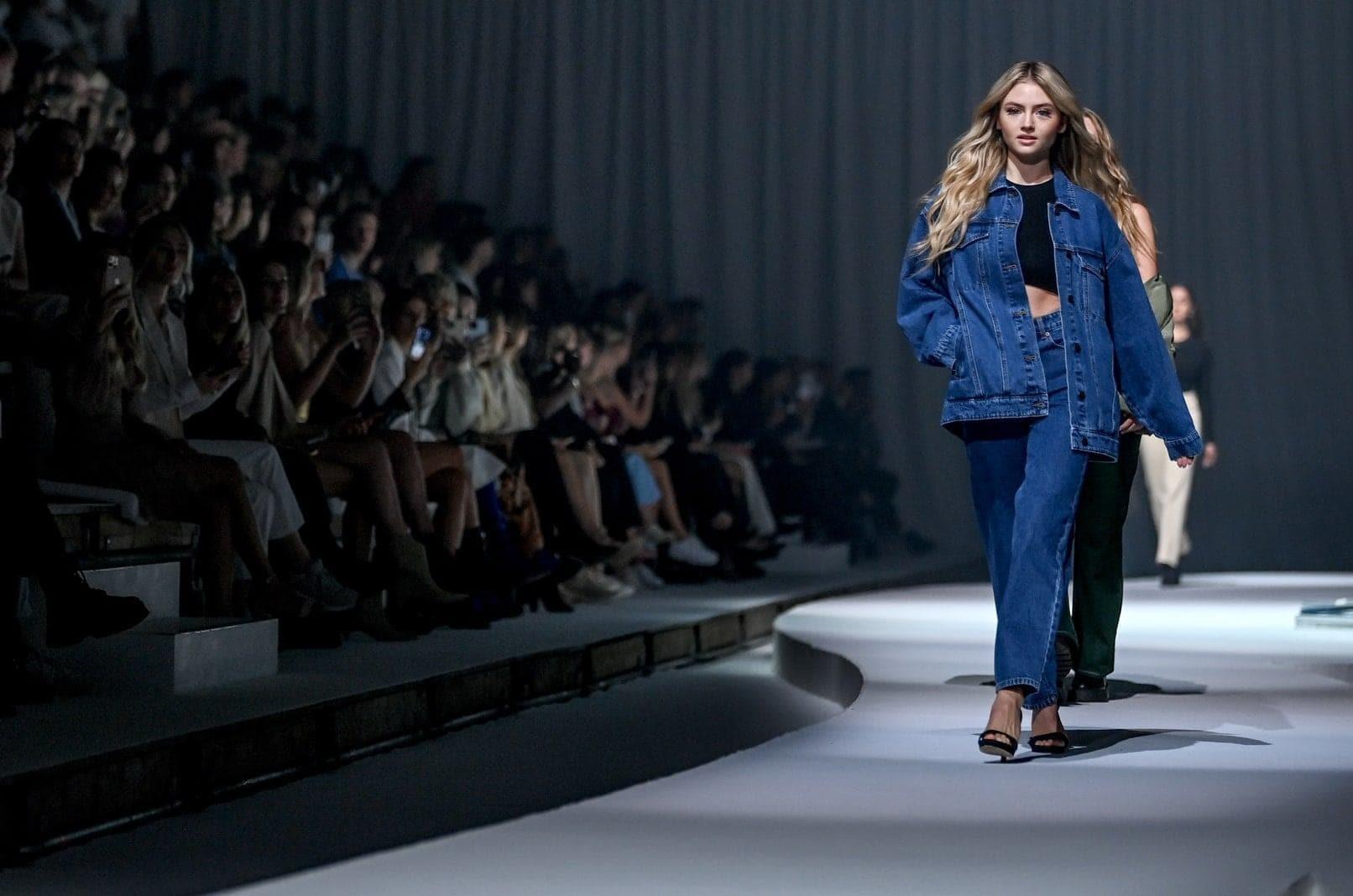 Berliner Modewoche - Leni Klum Jeanslook für BS
