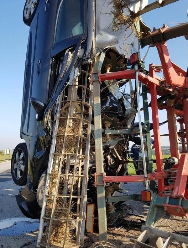 <p>Der Traktor lag auf der rechten Seite. </p> Foto: Freiwillige Feuerwehr Schwarzenau