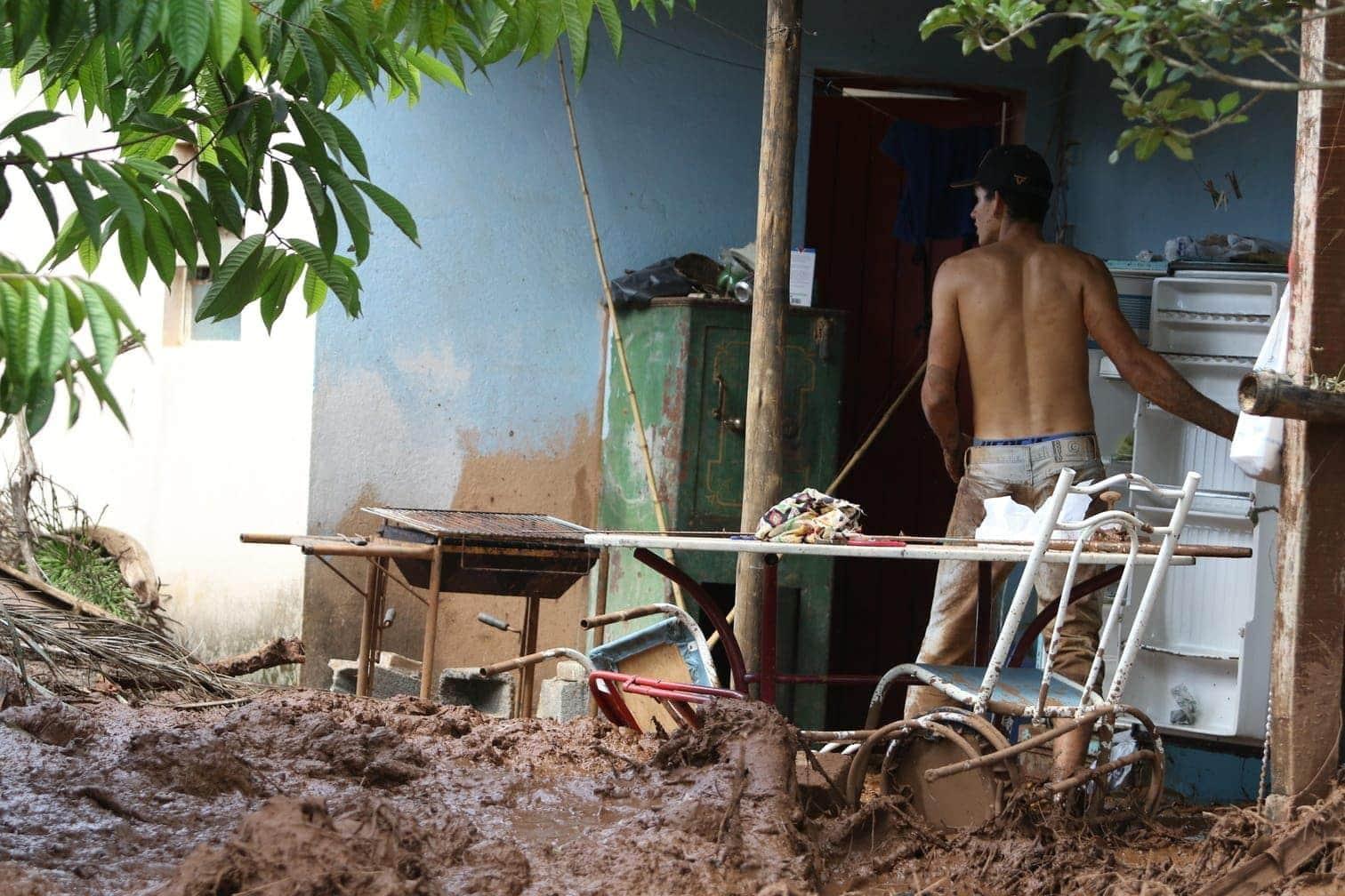 weil der Schlamm für eine Suche an vielen Stellen zu dick war.</p> Foto: dpa/Leo Correa
