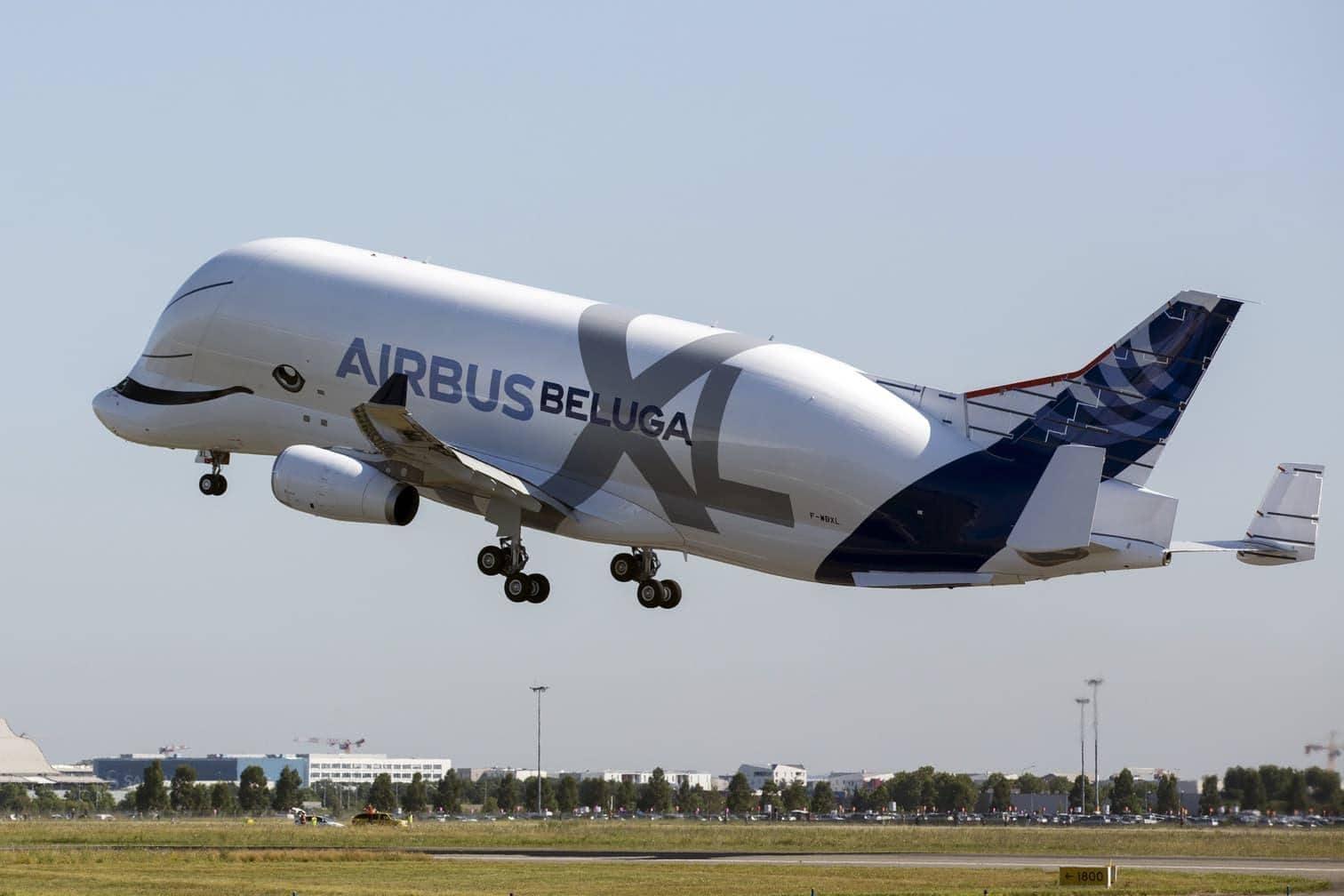 hob am Donnerstag vor rund 10.000 Zuschauern vom südfranzösischen Flughafen Toulouse-Blagnac zu seinem Jungfernflug ab. Vier Stunden und zwölf Minuten später landete die Maschine wieder.</p> Foto: AFP