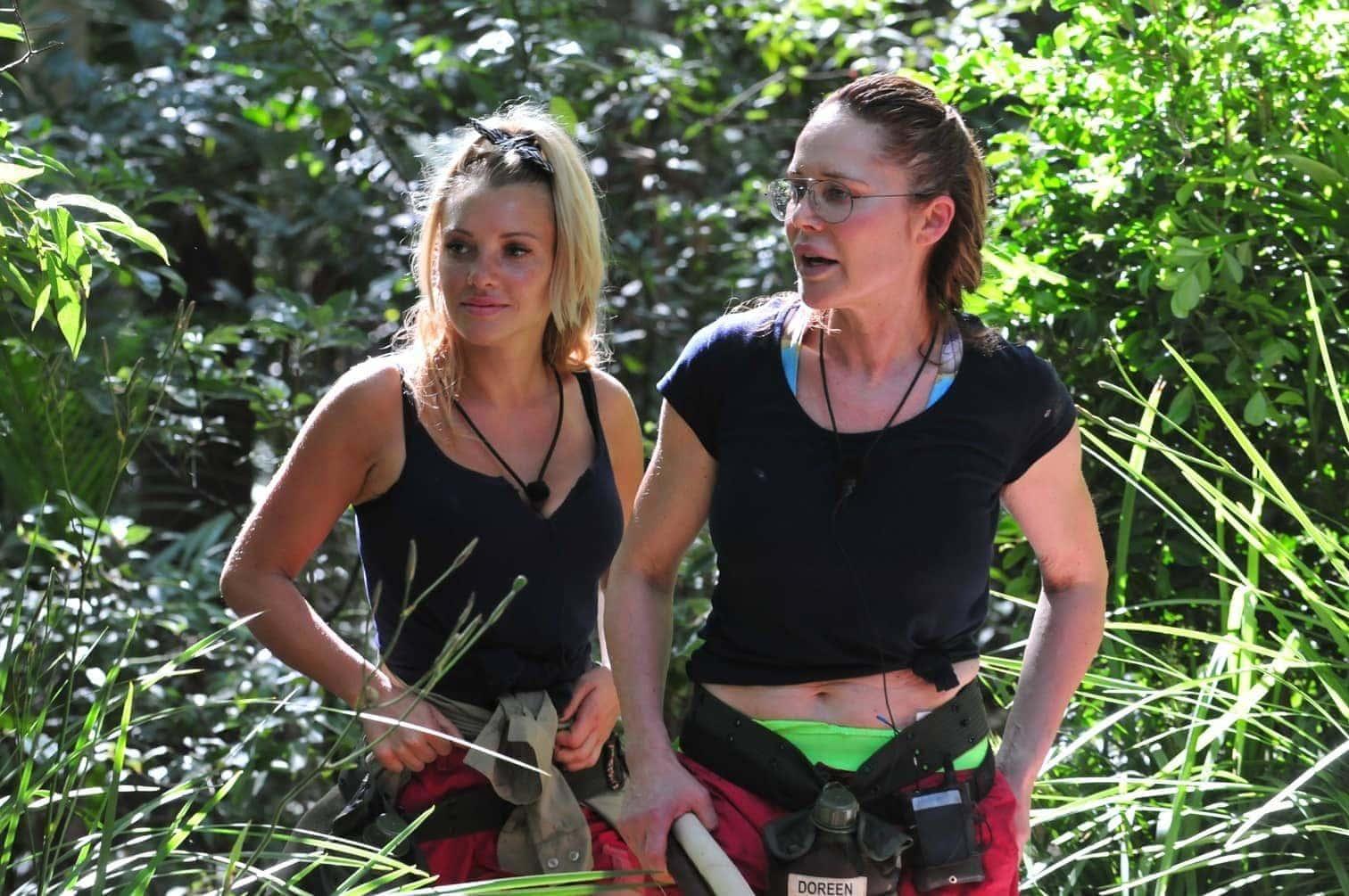 """<p>Evelyn und Doreen müssen heute zur Schatzsuche """"Dschungel-Galerie"""" aufbrechen. Auf einer Lichtung erreichen sie eine Foto-Galerie mit Kinderfotos der zwölf Dschungelhelden.</p>"""