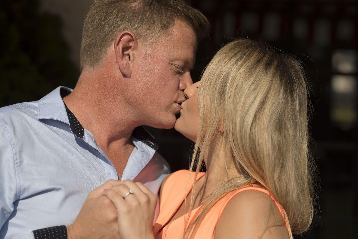 <p>Eher nicht so überraschend: Die Verlobung von Jörn und Oliwia.</p> Foto: MG RTL D / Andreas Friese