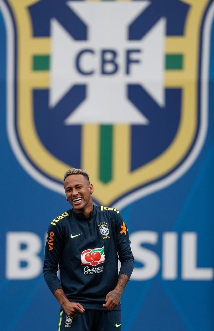 <p>Neymar hatte beim Training am Dienstag jedenfalls sichtlich Spaß.</p> Foto: AFP