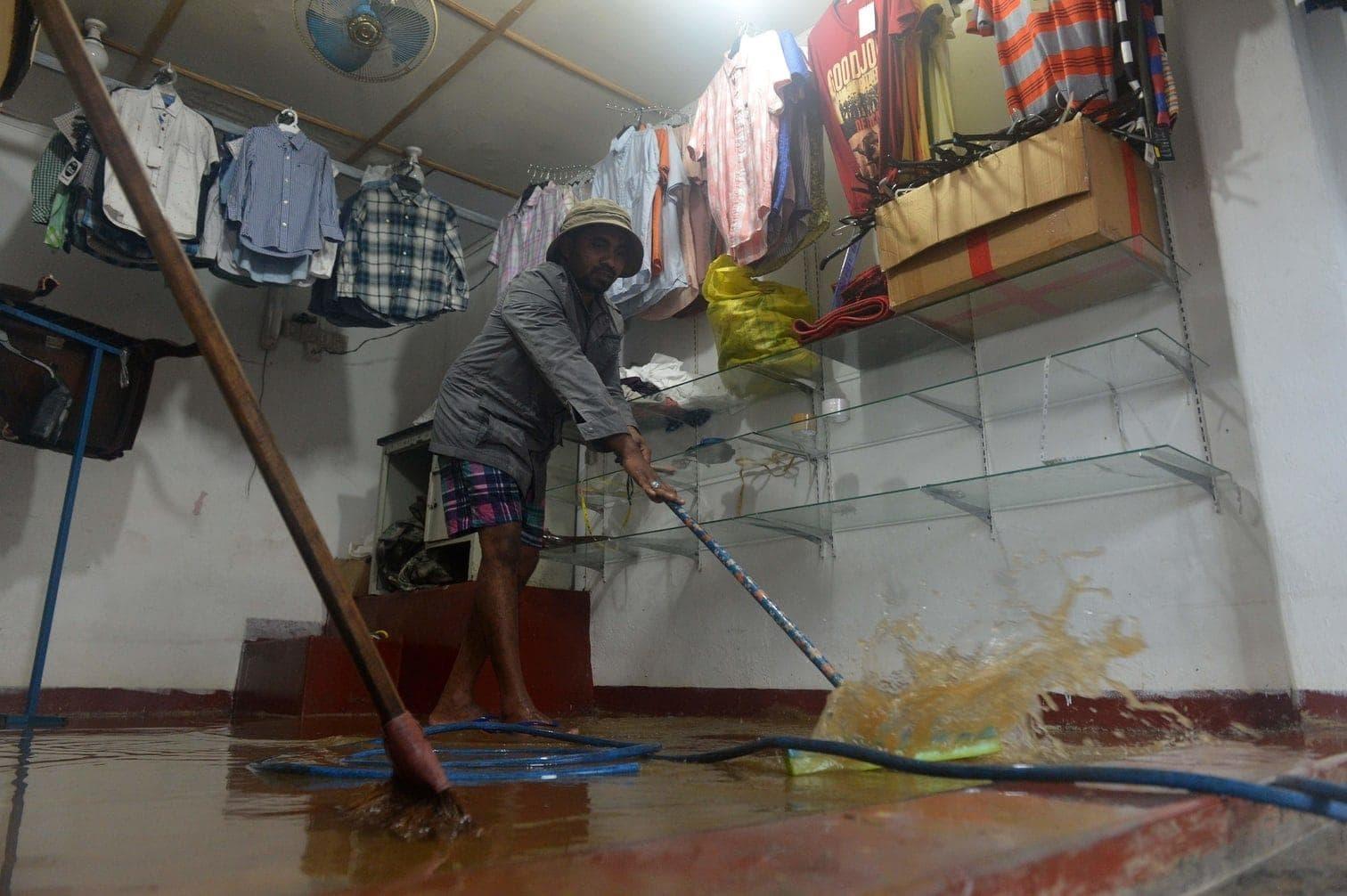 Erdrutschen und Blitzeinschlägen gestorben. Mehr als 100.000 Menschen waren nach Angaben der Behörde betroffen. Davon mussten 12 000 ihr Zuhause verlassen. In einigen Gegenden wurden die Schulen geschlossen.</p> Foto: dpa